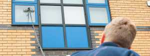 runner-commercial-window-cleaning